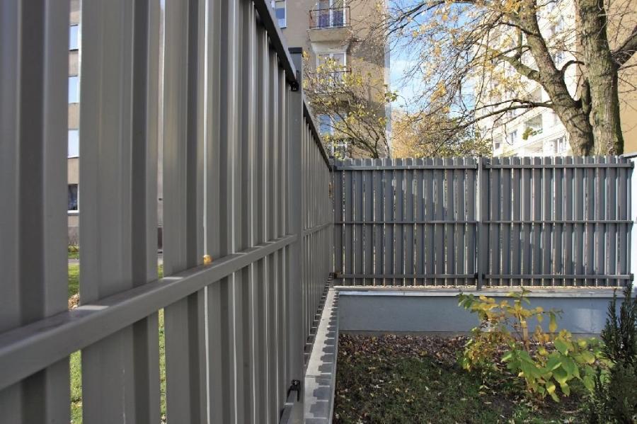 bilder på staket och plank