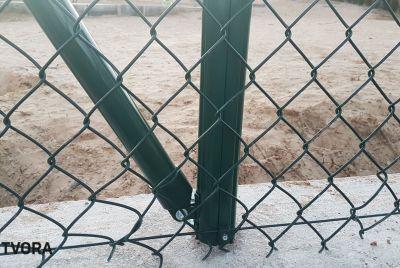 Fotbollsplan stängsel