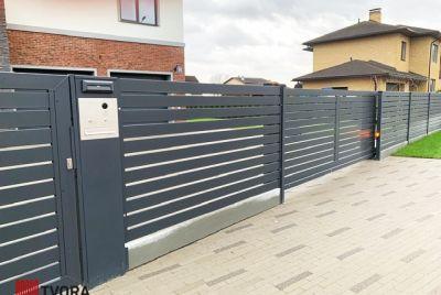 Moderna staketstolpar
