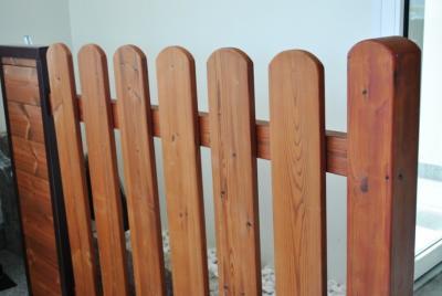Staket av trä Thermowood