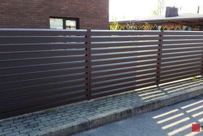 Rombas staket av plåt