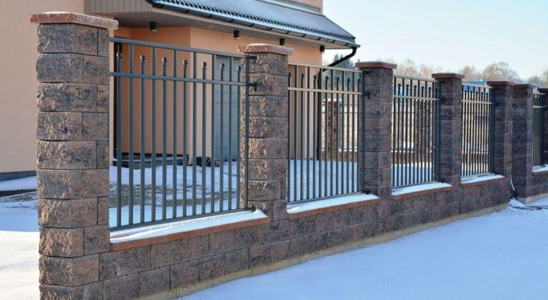 mur av block staket